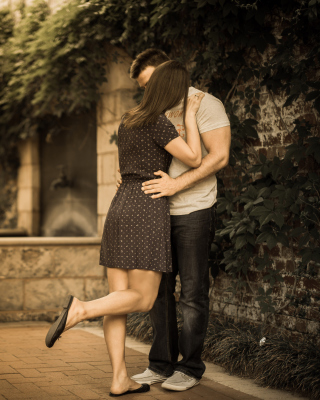 Couple Kiss - Obrázkek zdarma pro Nokia C-5 5MP