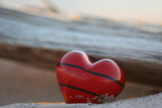 Free Red Heart With Black Stripes Picture for Android, iPhone and iPad