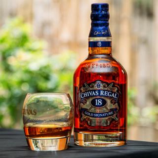 Chivas Regal 18 Year Old Whisky - Obrázkek zdarma pro 320x320