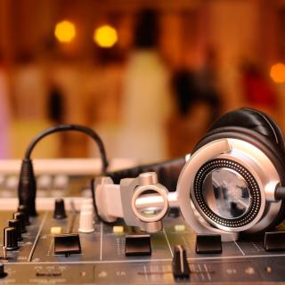 Hi Tech DJ Gadget - Obrázkek zdarma pro iPad mini