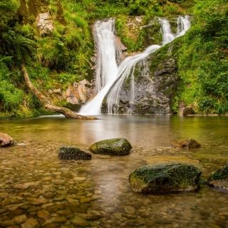 Waterfall in Spain - Obrázkek zdarma pro iPad