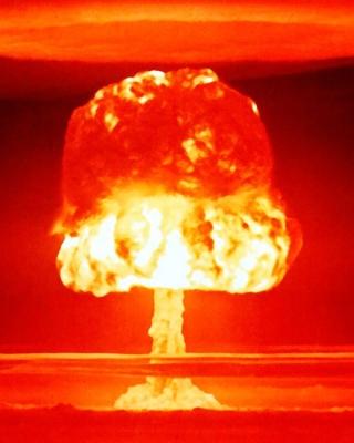 Nuclear explosion - Obrázkek zdarma pro 352x416