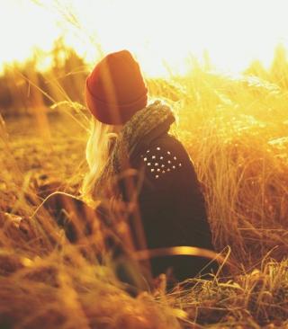 Girl In Red Hat In Field Of Gold - Obrázkek zdarma pro 128x160