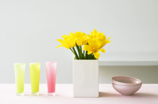 Free Yellow Flowers In Vase Picture for Android, iPhone and iPad