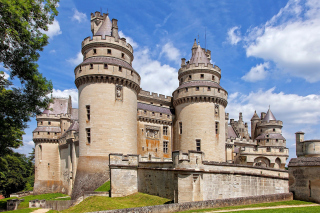 Chateau de Pierrefonds in France Background for Android, iPhone and iPad