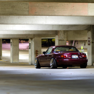 Mazda RX 8 In Garage - Obrázkek zdarma pro iPad Air