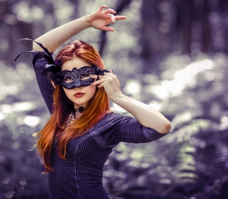 Girl In Mask - Obrázkek zdarma pro iPad