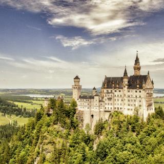 Bavarian Neuschwanstein Castle - Obrázkek zdarma pro 320x320