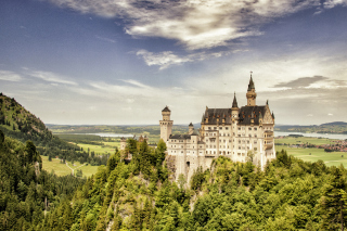 Free Bavarian Neuschwanstein Castle Picture for Android, iPhone and iPad