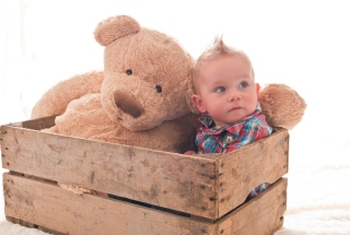 Baby Boy With Teddy Bear - Obrázkek zdarma pro Samsung Galaxy Tab 2 10.1