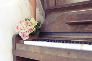 Beautiful Roses On Piano Picture for Android, iPhone and iPad