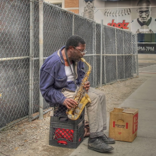 Jazz saxophonist Street Musician - Obrázkek zdarma pro iPad 3