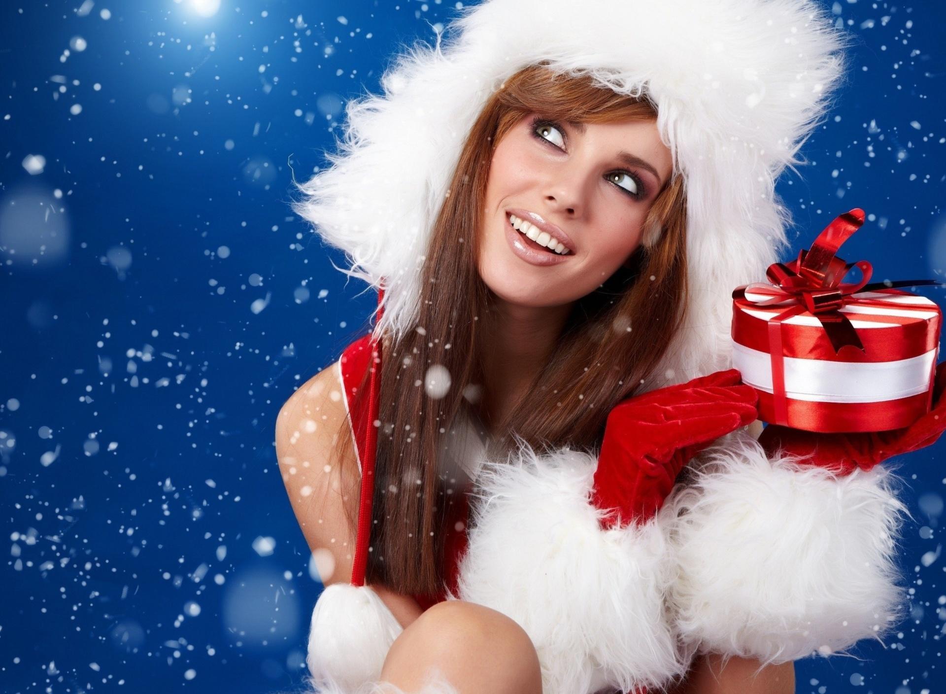 Картинки снегурочка с подарком