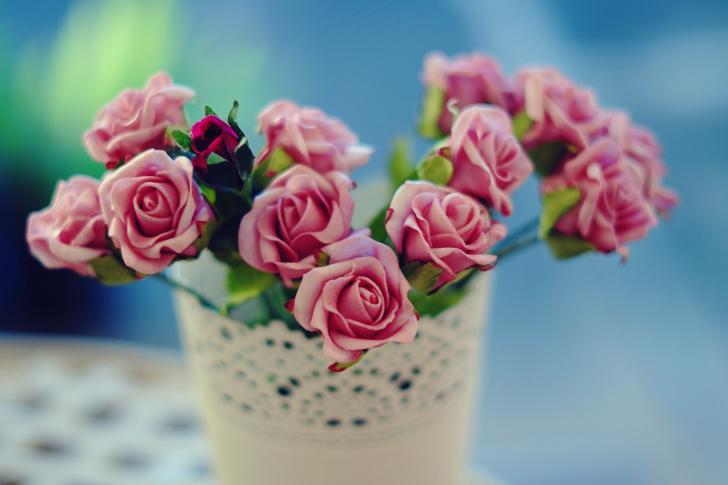 Roses in bowl wallpaper