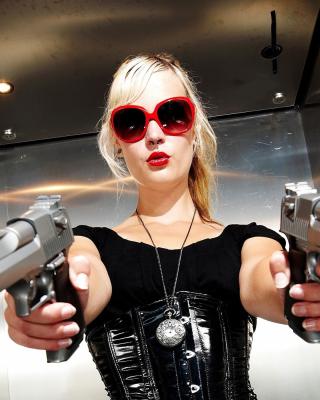 Blonde girl with pistols - Obrázkek zdarma pro Nokia C2-01