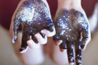 Free Sparkling Hands Picture for Android, iPhone and iPad