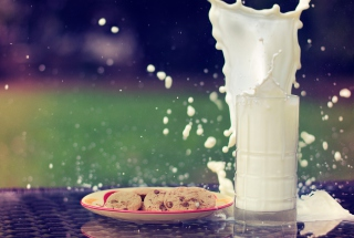Glass Of Milk Picture for Android, iPhone and iPad