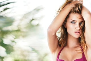 Free Rosie Huntington Whiteley Picture for Android, iPhone and iPad