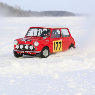 Red Mini In Snow - Obrázkek zdarma pro iPad