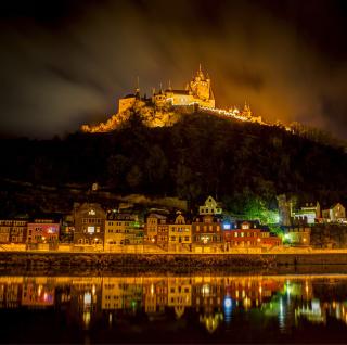 Night Castle - Obrázkek zdarma pro iPad 3