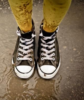 Sneakers And Rain - Obrázkek zdarma pro iPhone 5