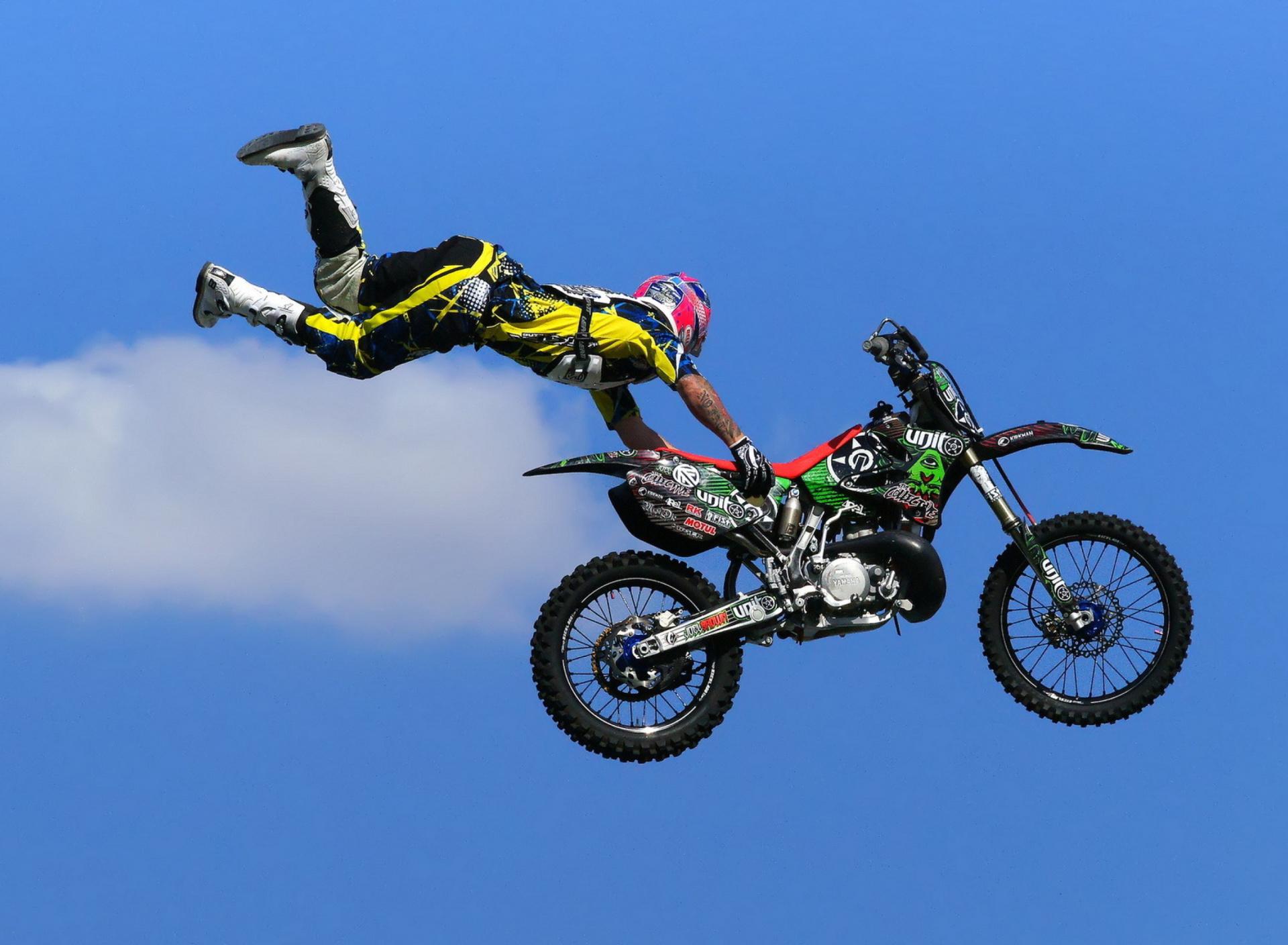 Прыжок на котоцикле  № 1580320  скачать