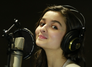 Alia Bhatt Background for Android, iPhone and iPad