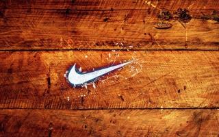 Wooden Nike Logo - Obrázkek zdarma pro Samsung Galaxy Tab 4G LTE