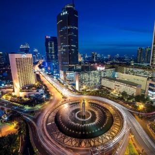 Bundaran Hotel Indonesia near Selamat Datang Monument - Obrázkek zdarma pro 1024x1024