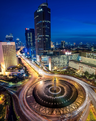 Bundaran Hotel Indonesia near Selamat Datang Monument - Obrázkek zdarma pro iPhone 4S