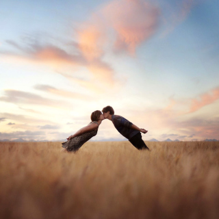 Couple Kiss Bokeh - Obrázkek zdarma pro iPad Air