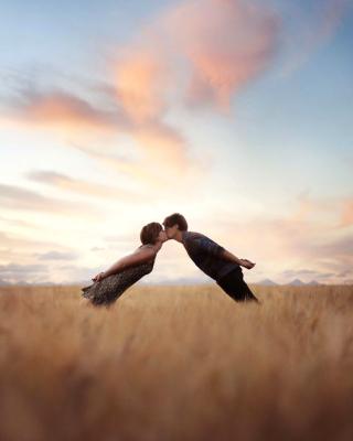 Couple Kiss Bokeh - Obrázkek zdarma pro Nokia C1-02