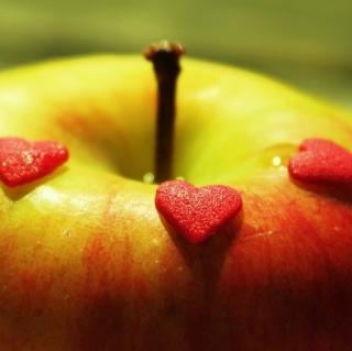 Heart And Apple - Obrázkek zdarma pro 2048x2048