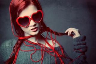 Girl In Love - Obrázkek zdarma pro HTC Wildfire