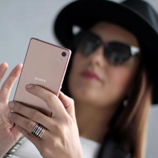Sony Xperia Z3 Selfie - Obrázkek zdarma pro iPad 3