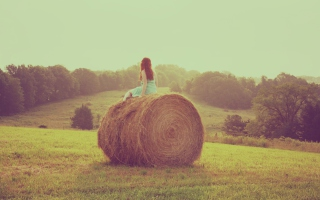 Free Girl In Field Picture for Android, iPhone and iPad