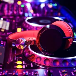 DJ Equipment in nightclub - Obrázkek zdarma pro iPad 2
