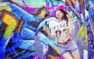 Cute Asian Graffiti Artist Girl - Obrázkek zdarma pro Fullscreen 1152x864