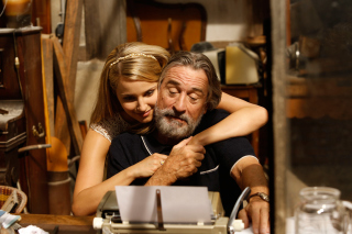 Robert de Niro and Dianna Agron in The Family - Obrázkek zdarma pro LG P500 Optimus One