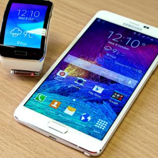 Samsung Galaxy and Samsung Gear S Smartwatch - Obrázkek zdarma pro 320x320