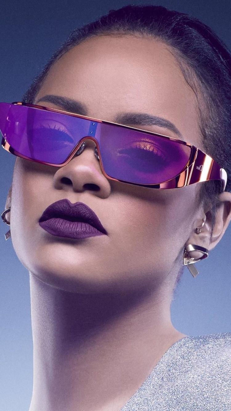 Screenshot №1 pro téma Rihanna in Dior Sunglasses 750x1334