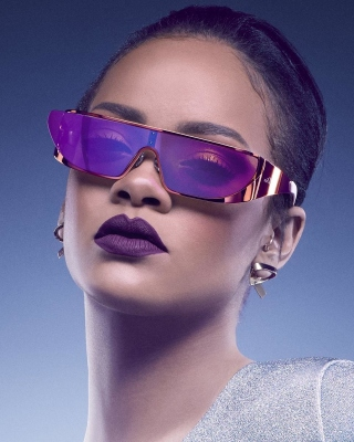 Rihanna in Dior Sunglasses - Obrázkek zdarma pro 176x220