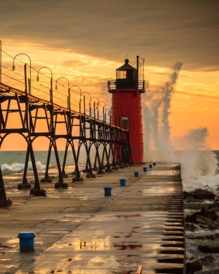 Grand Haven lighthouse in Michigan - Obrázkek zdarma pro 176x220