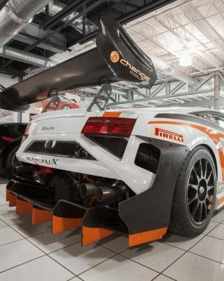 Lamborghini in Garage - Obrázkek zdarma pro Nokia Asha 202