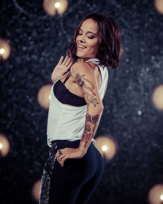 Alizee Dance - Obrázkek zdarma pro Nokia C1-01