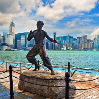 Bruce Lee statue in Hong Kong - Obrázkek zdarma pro iPad 2