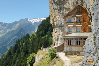 Gasthaus in Schweiz Background for Android, iPhone and iPad