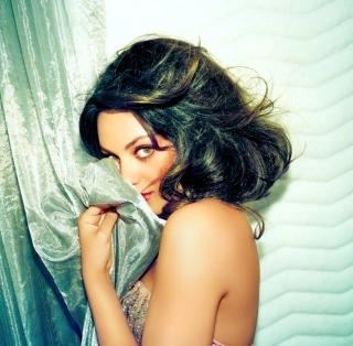 Confused Mila Kunis - Obrázkek zdarma pro 2048x2048