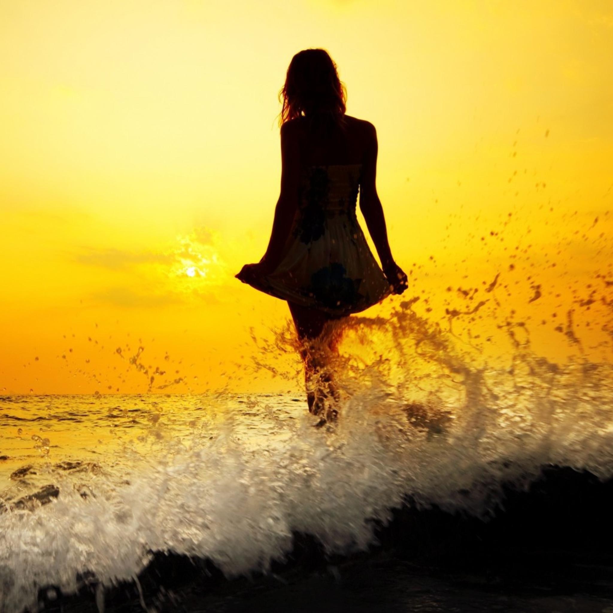 Красивые снимки голой девушки на закате солнца у реки  72740