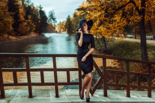 Fit Autumn Lady Picture for Android, iPhone and iPad